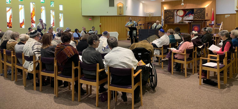 Student Cantor Geigerman and Rabbi Emeritus Garten leading service
